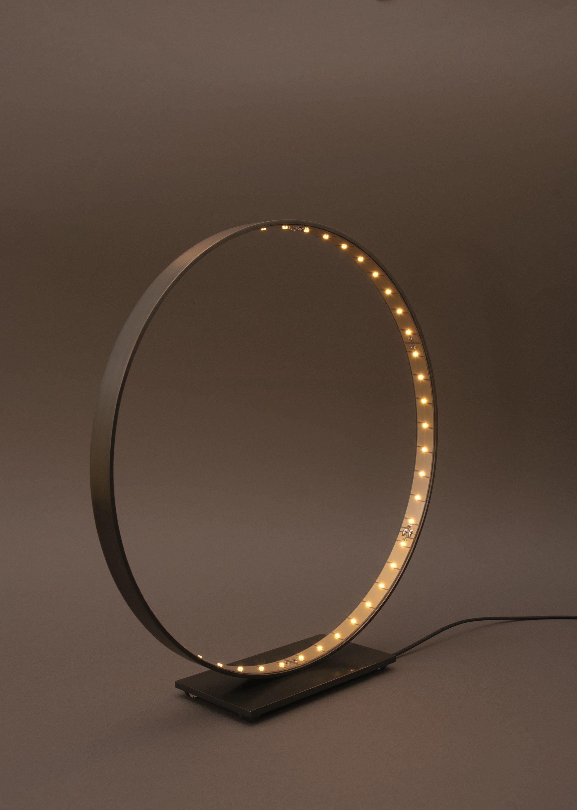 Lampe de table led pour clairage direct indirect la micro 30 by le deun luminaires - Lampe cercle led ...