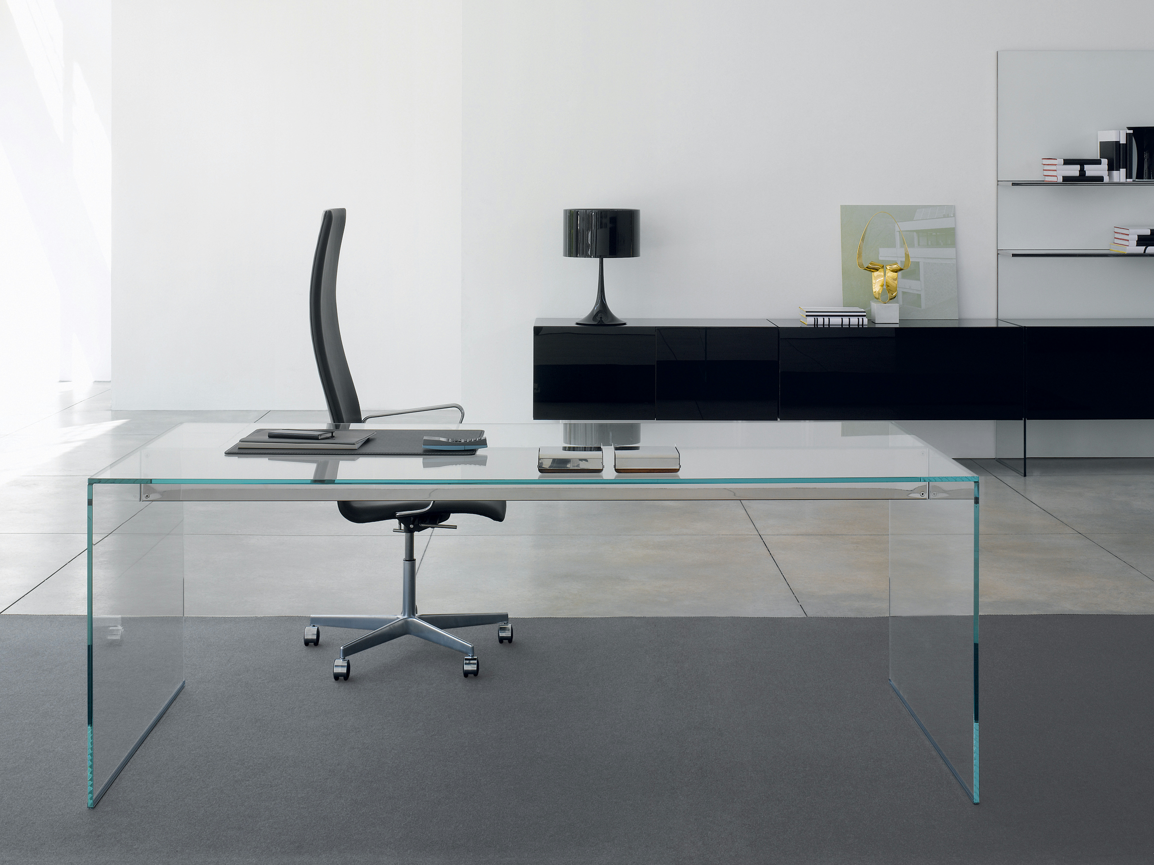 Air desk scrivania by gallotti radice design pinuccio for Scrivanie in cristallo