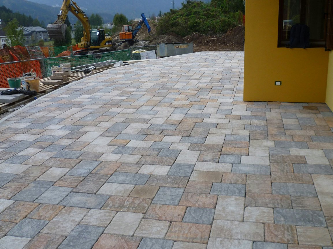 Cement outdoor floor tiles with stone effect borgo sabbia for Exterior floor tiles