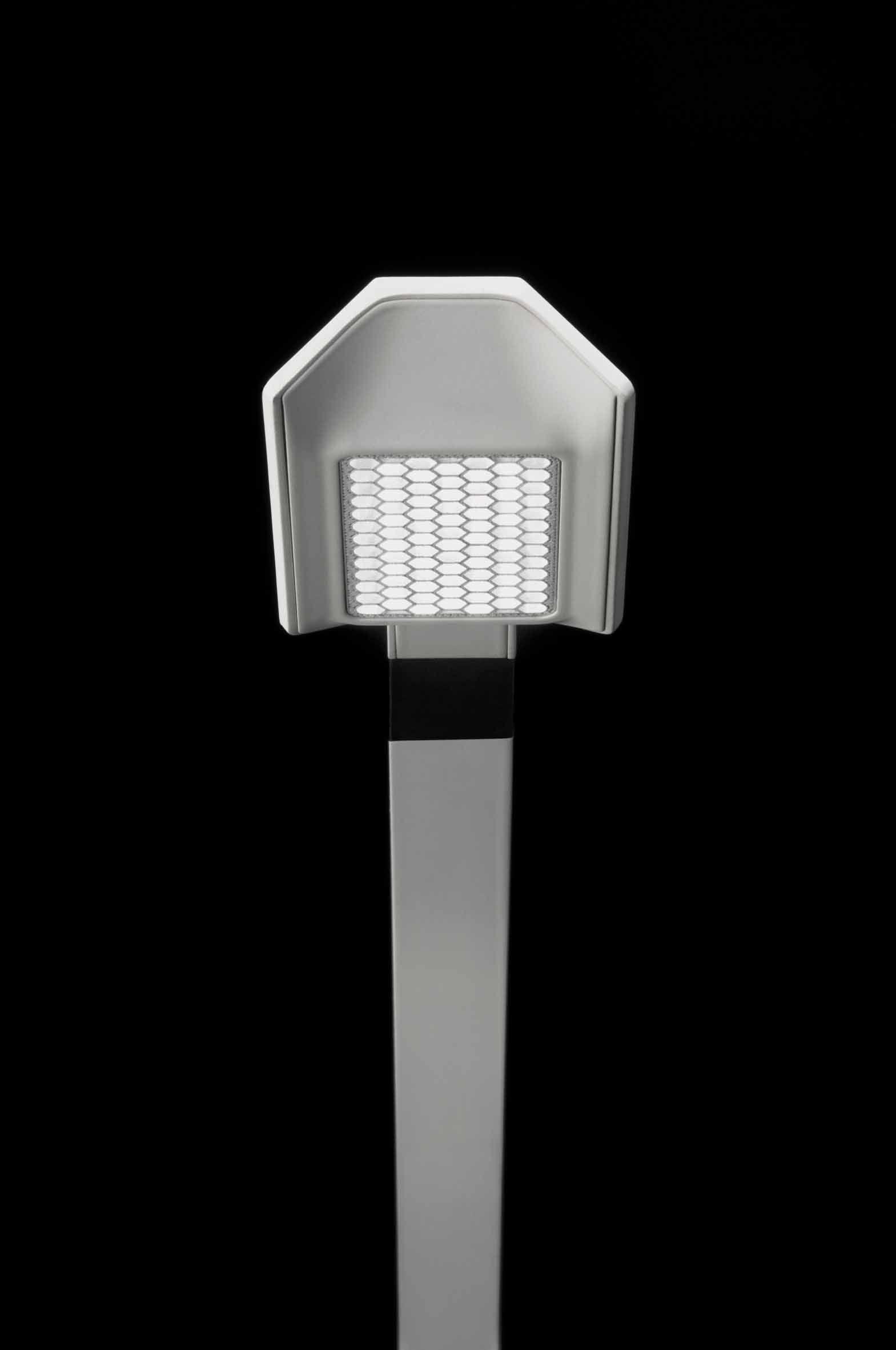 Lampada da tavolo a led con braccio flessibile flex by vibia design ramos bassols - Lampada da tavolo a led ...