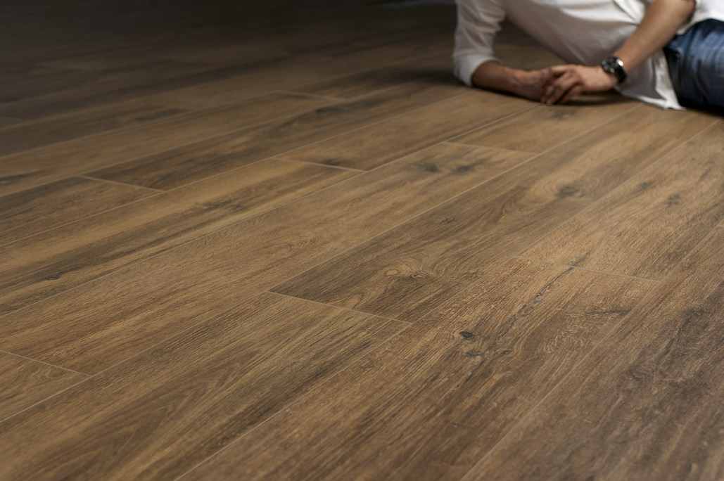 Pavimento de gres porcel nico imitaci n madera root by - Gres imitacion parquet ...