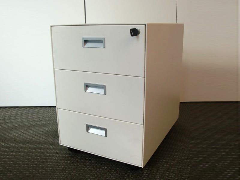 Cassettiera ufficio in metallo con ruote cassettiera in for Cassettiere ufficio