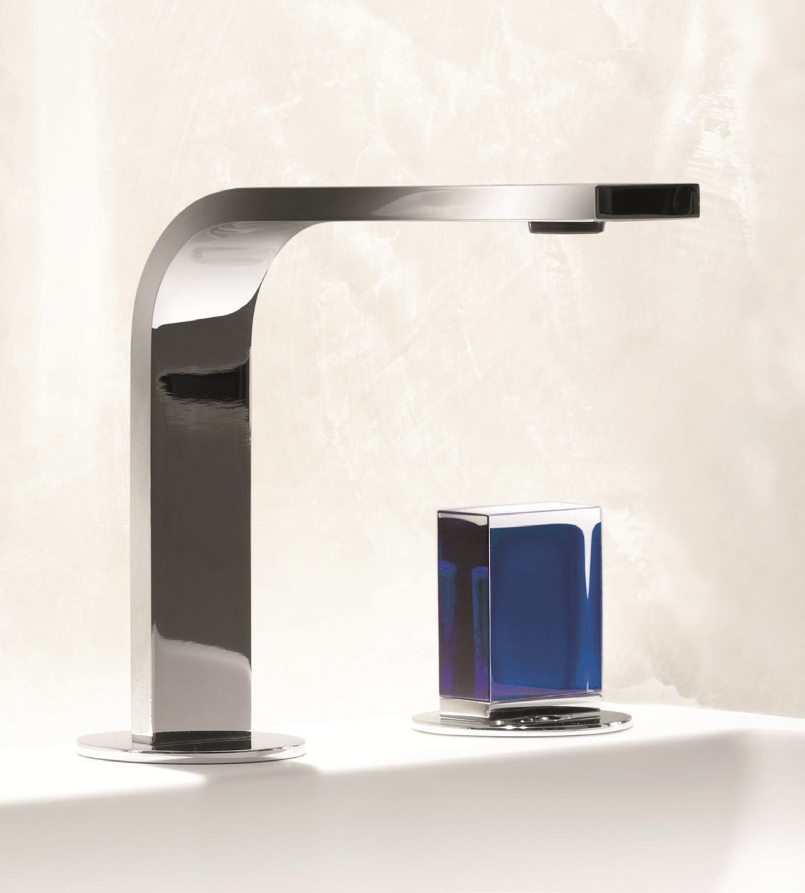 Venezia in countertop washbasin tap by fantini rubinetti for Rubinetti design