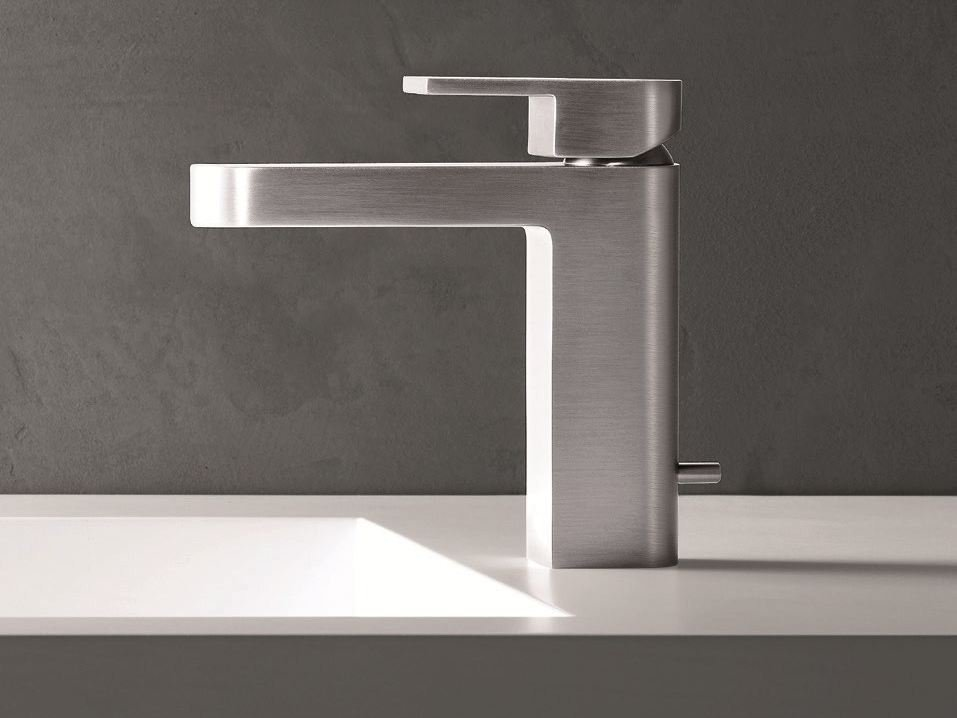 Mare miscelatore per lavabo con finitura satinata by for Rubinetti design