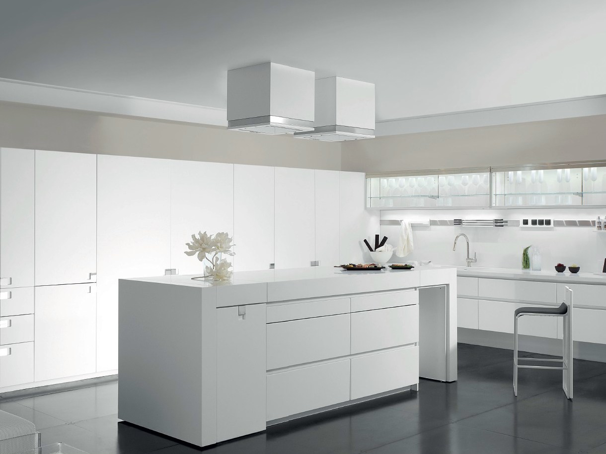 Lacquered corian kitchen with island essential quadra by for Cucine designer