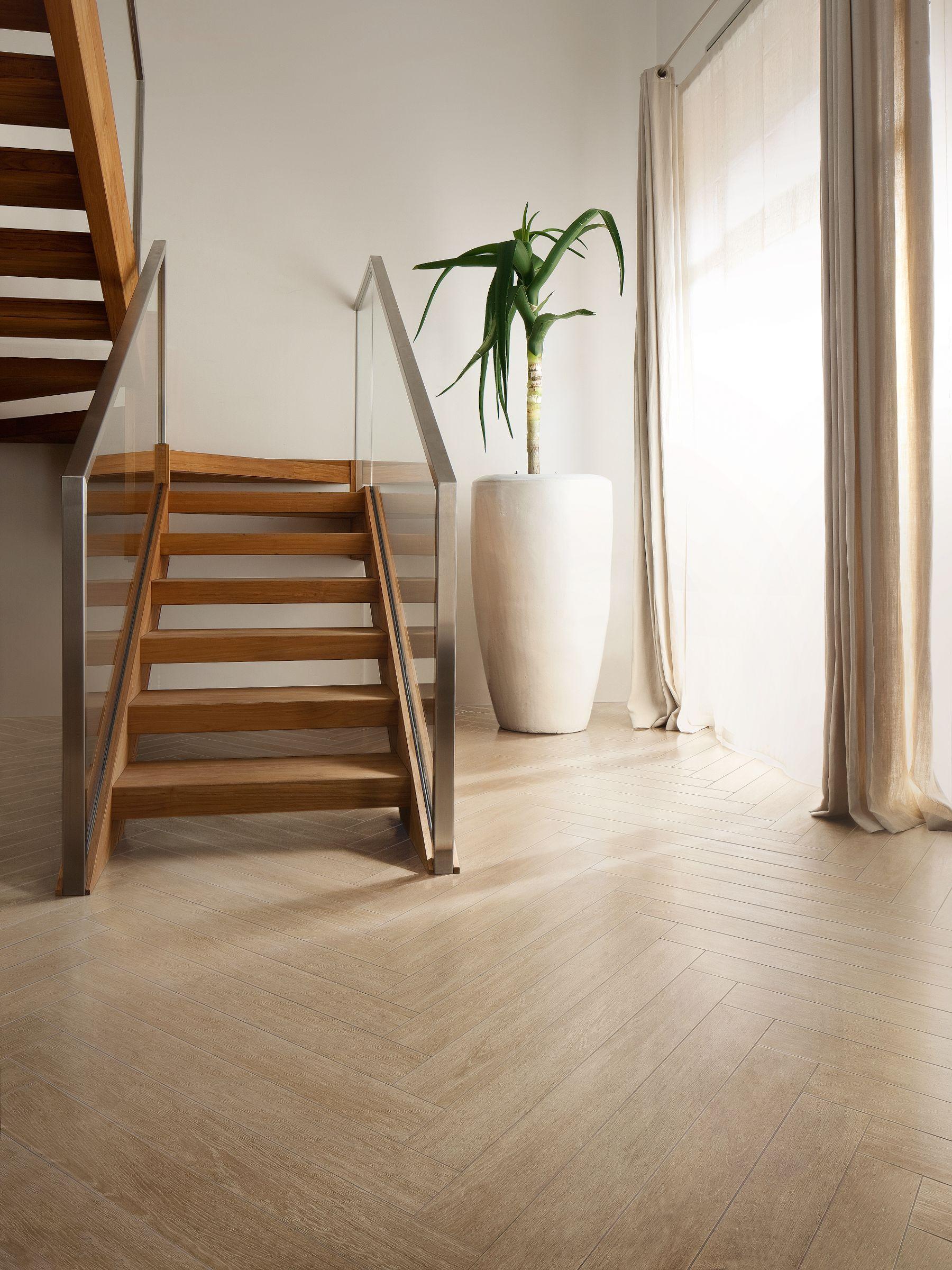 Revestimento de pisos paredes de gr s porcel nico com for Escaleras imitacion madera