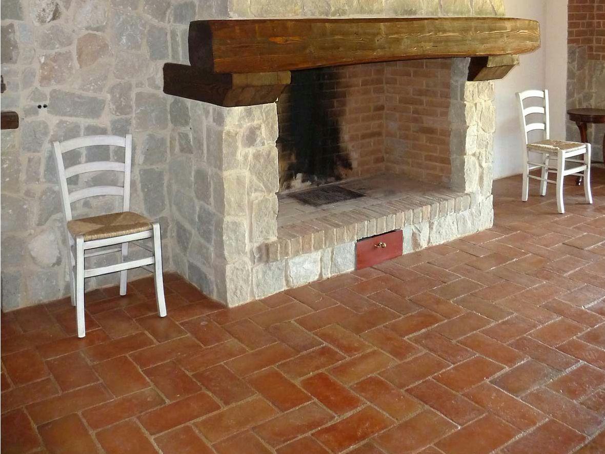 Pavimento in cotto per interni ed esterni antico cotto a - Piastrelle in cotto per interni ...