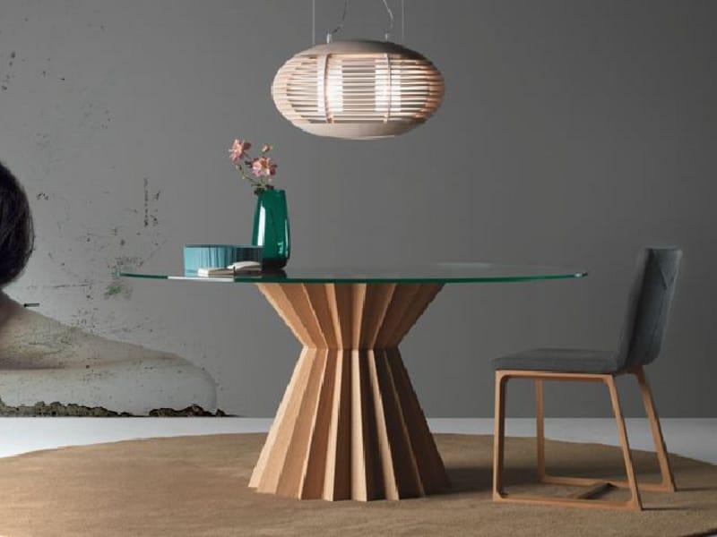 Mesa de comedor redonda de madera superstar by linfa for Mesas de comedor redondas de madera