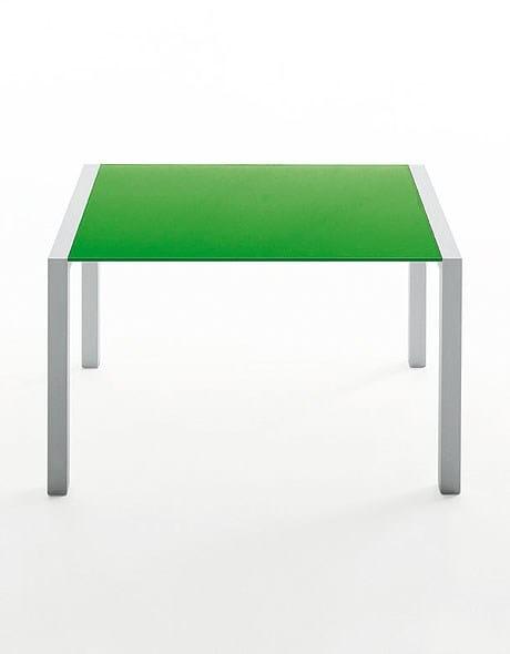 sushi tisch aus aluminium und glas by kristalia design. Black Bedroom Furniture Sets. Home Design Ideas