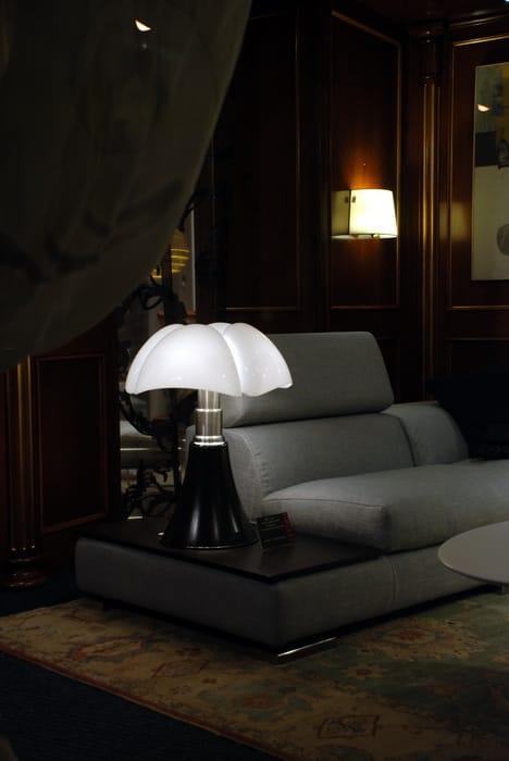 lampe de table r glable en hauteur pipistrello by. Black Bedroom Furniture Sets. Home Design Ideas
