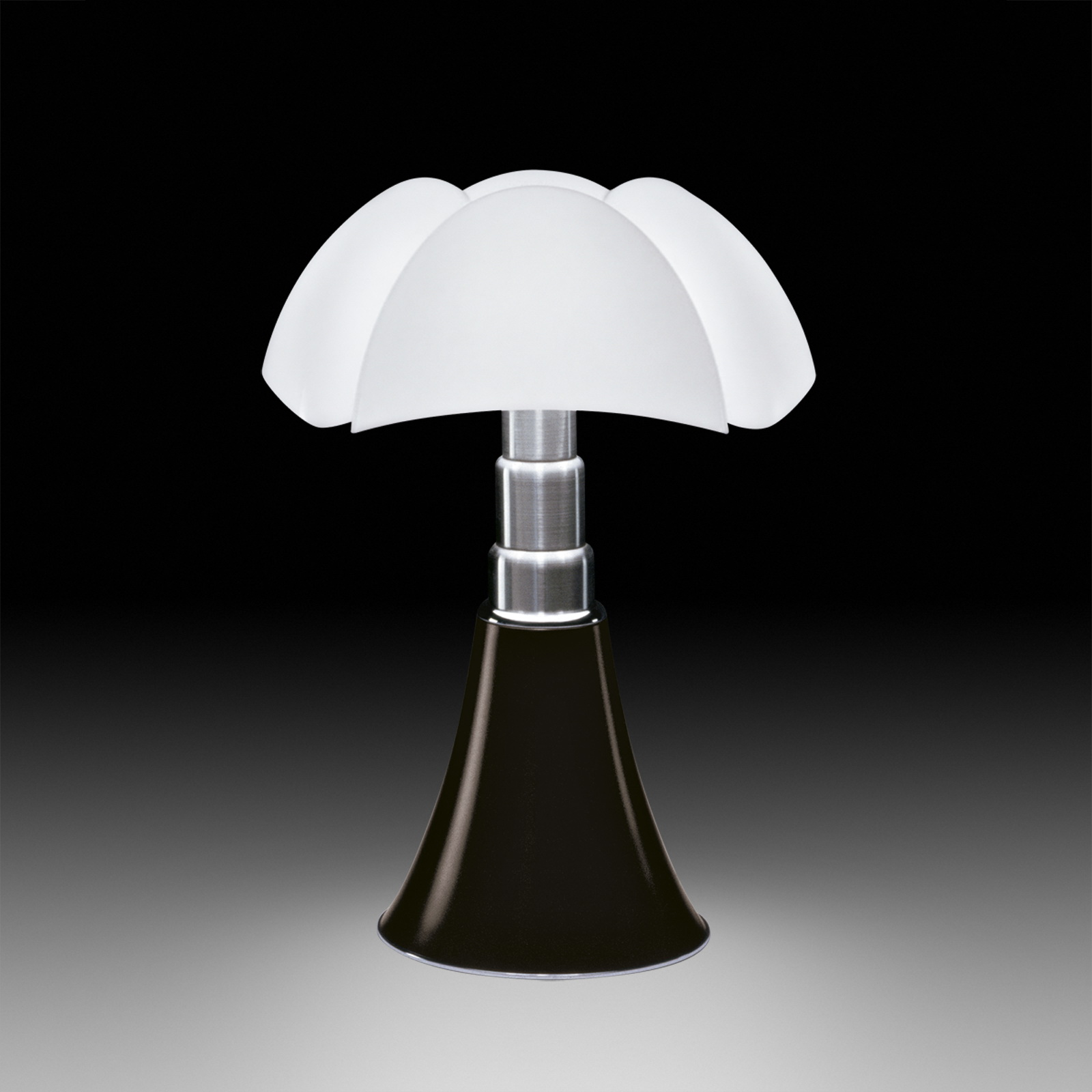 Height adjustable table lamp pipistrello by martinelli luce design gae aulenti - Lampe pipistrello noire ...