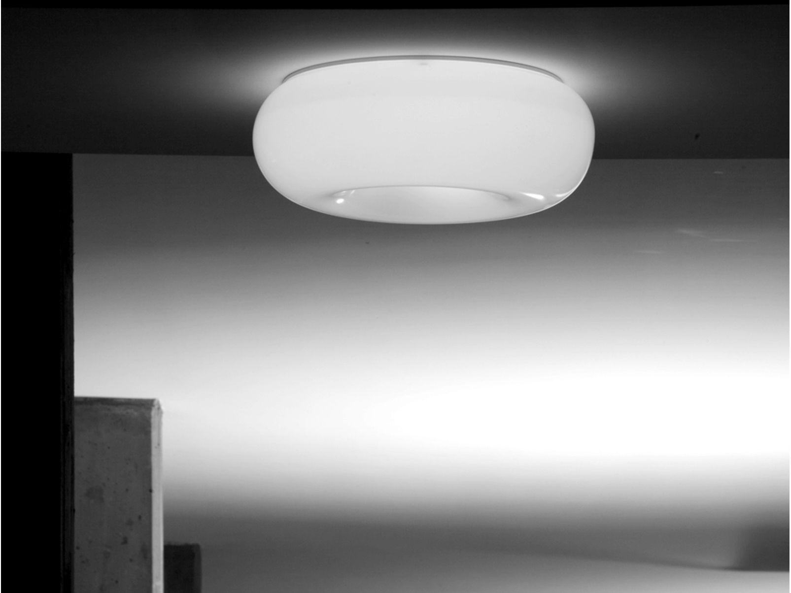L mpara de techo de metacrilato pouff by martinelli luce for Lamparas techo diseno