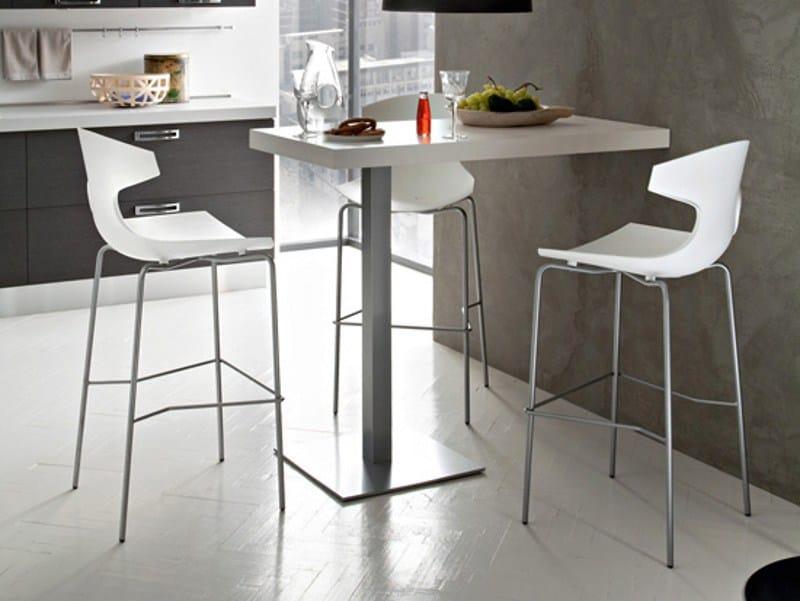 Plastic counter stool echo sg by domitalia design arter citton for Table cuisine pliante murale