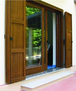 Sistemi oscuranti in legno chiusure esterne by sidel for Scuri in legno prezzi online
