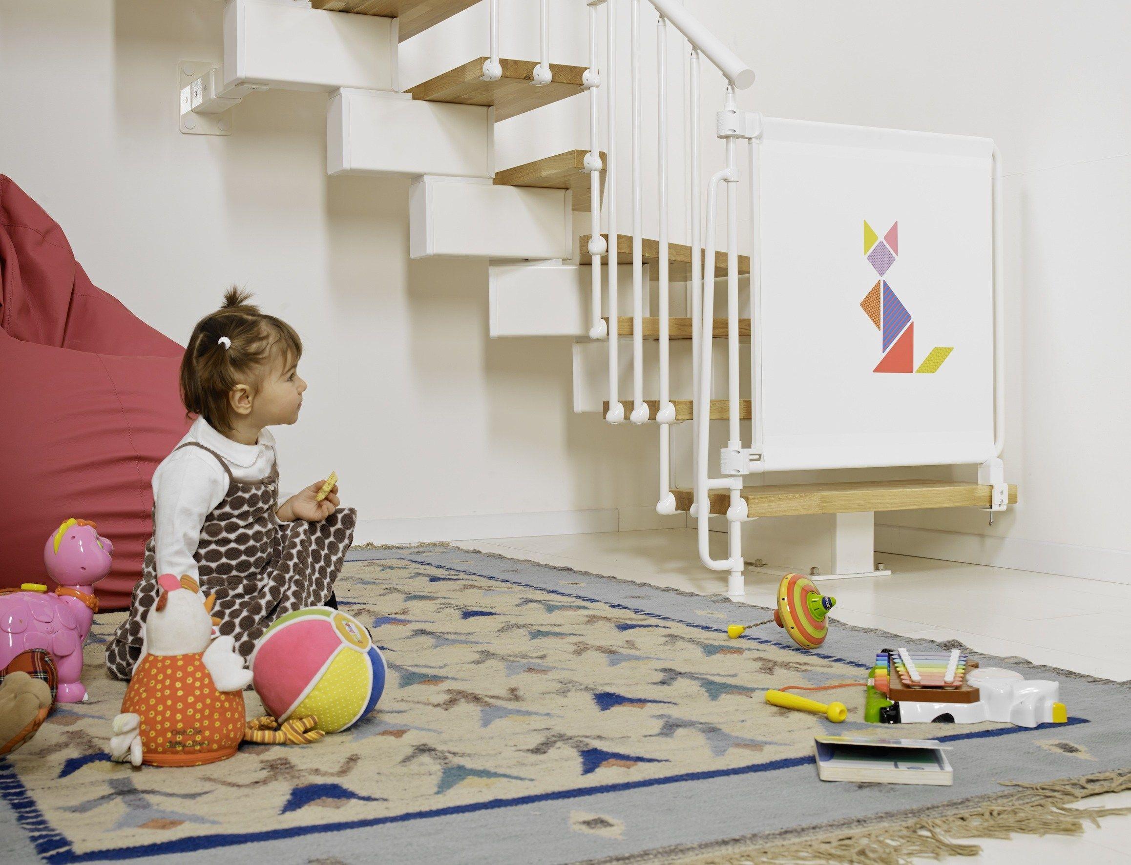 Как сделать безопасной лестницу для детей