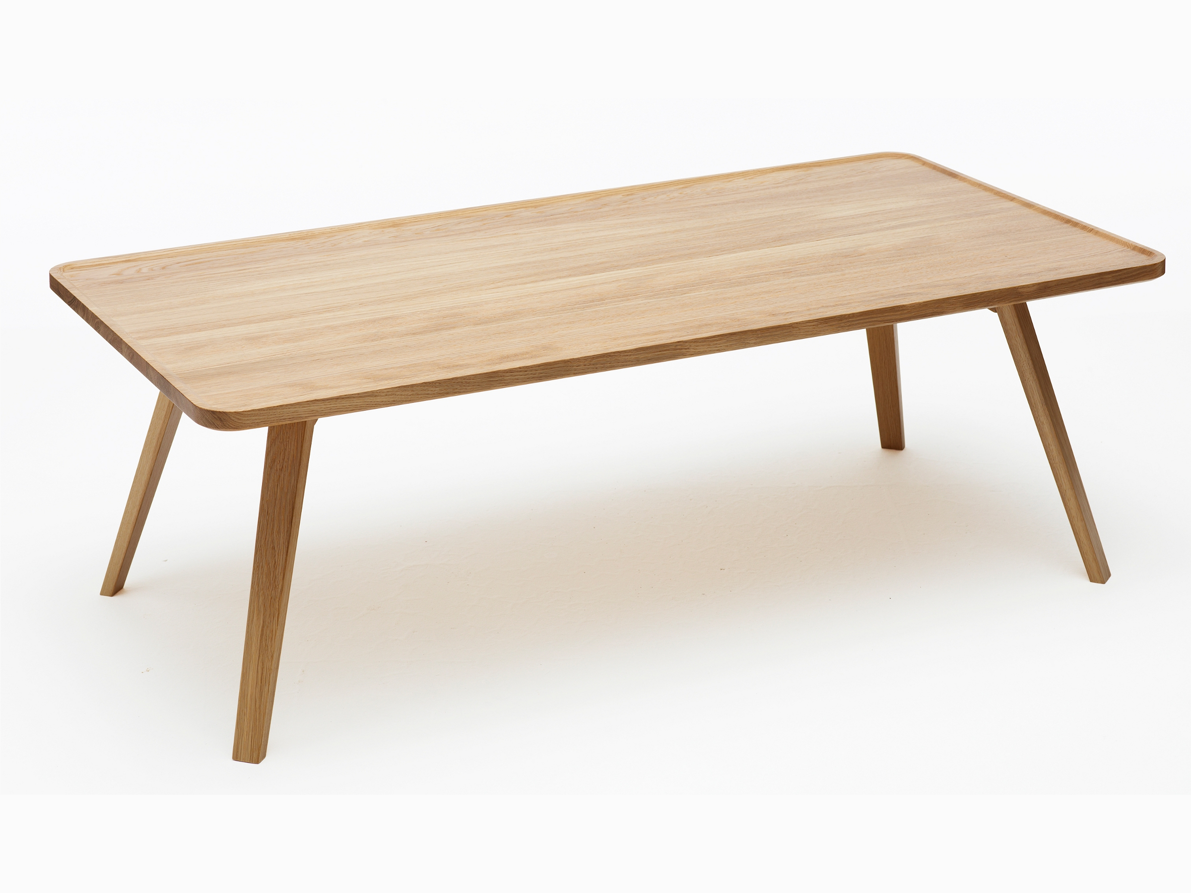 Table basse rectangulaire en bois massif mill by karl for Table basse en bois