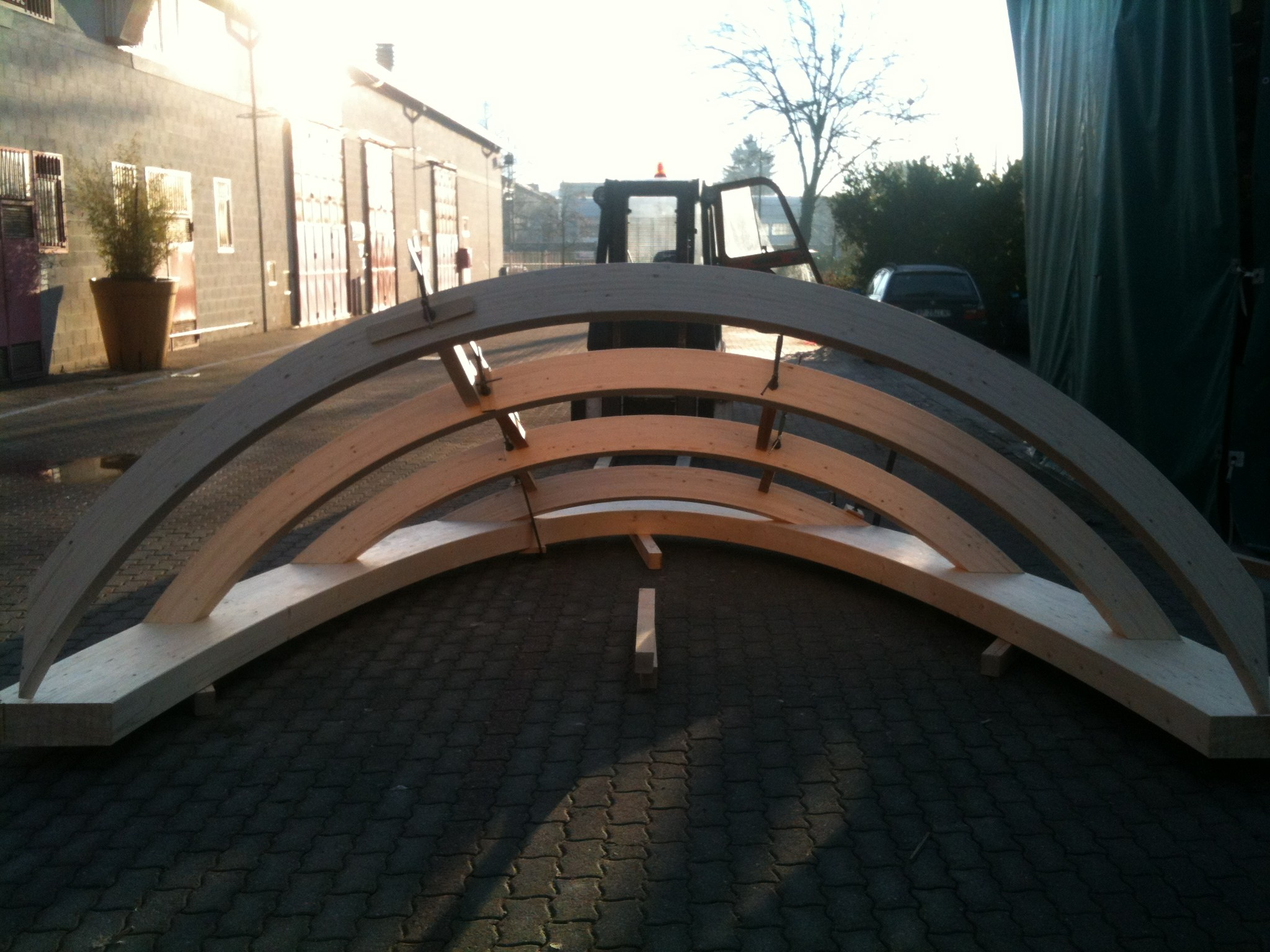 Strutture prefabbricate per abbaini falde curve for Strutture prefabbricate in legno