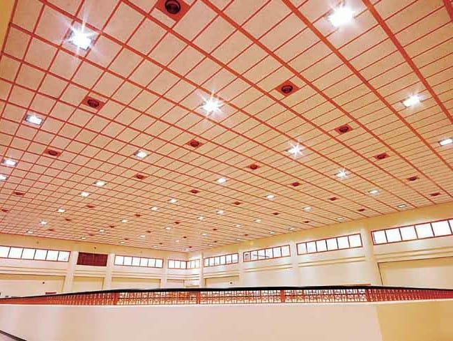 Faux plafond acoustique en laine de bois heradesign by for Faux plafond acoustique