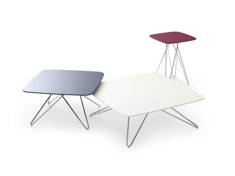 Mesa auxiliar alta cuadrada para sal n cimber by leolux for Mesas salon plegables diseno