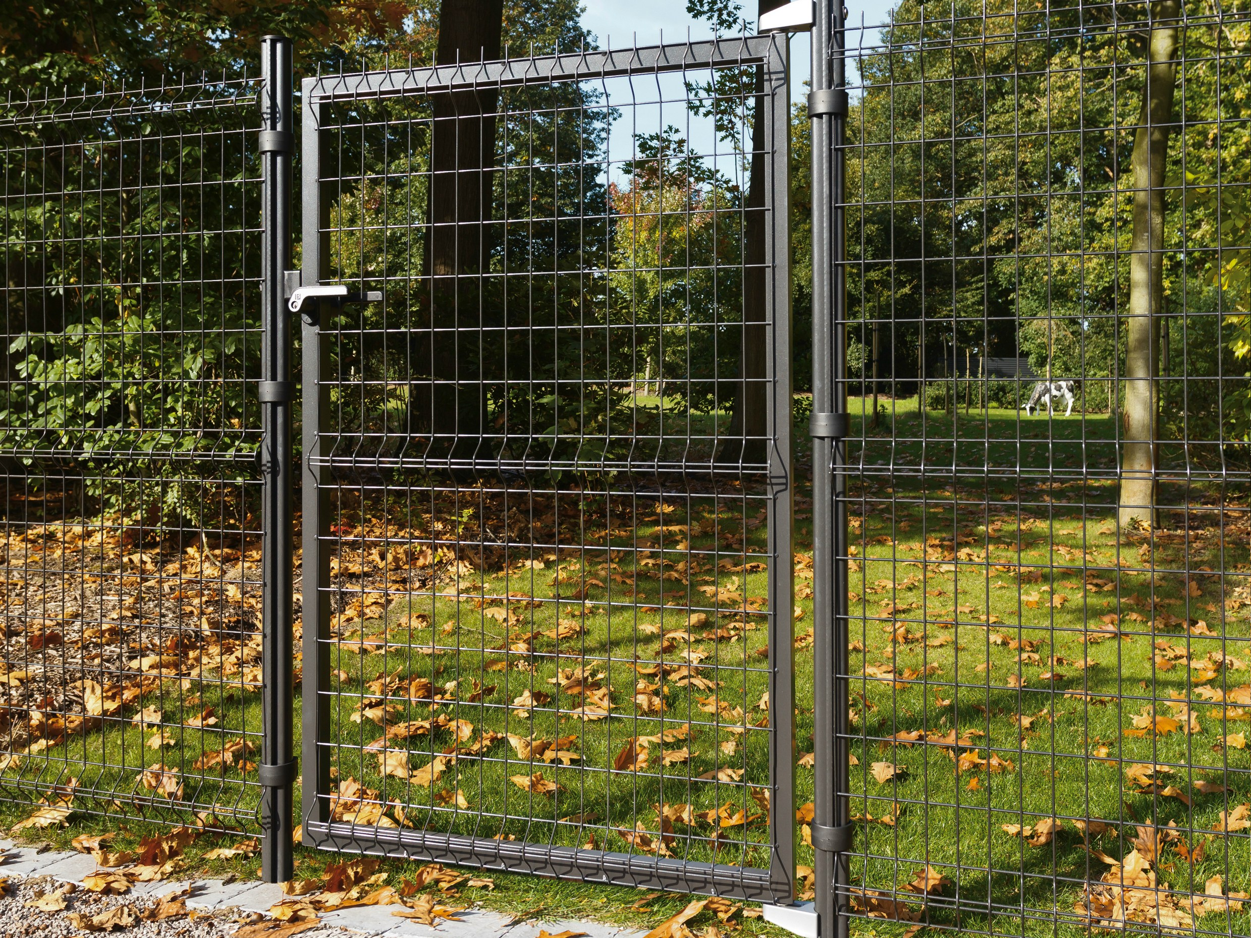 swing gate bekafor classic by betafence italia. Black Bedroom Furniture Sets. Home Design Ideas