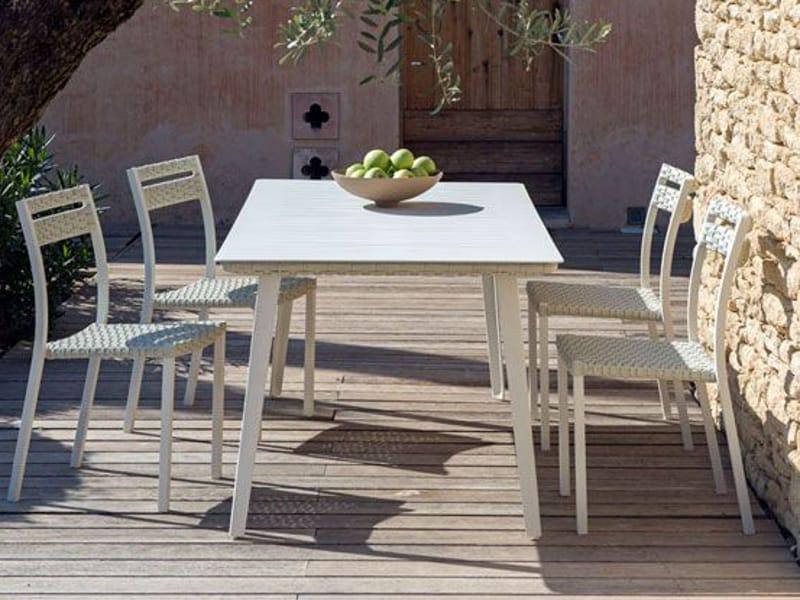 Infinity tavolo da giardino rettangolare by ethimo for Giardino rettangolare