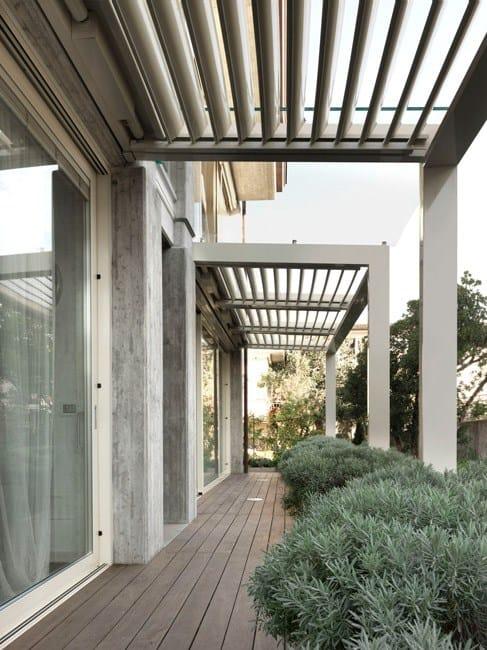 terrassen berdachung aus aluminium mit schwenkbaren lamellen suite by cagis. Black Bedroom Furniture Sets. Home Design Ideas