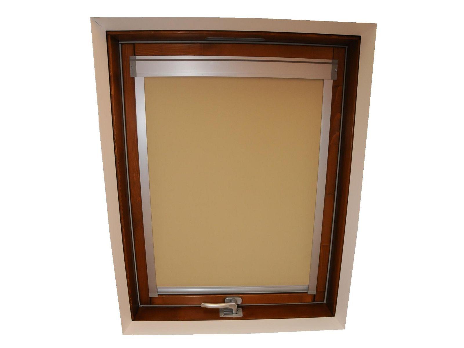 Doppie tende beige e bordeaux for Finestre a tetto