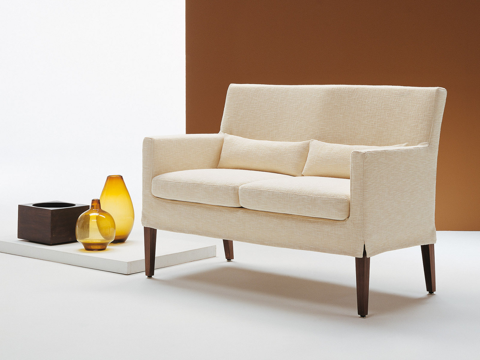 Betty small sofa by bodema design danilo bonfanti for Sofas de piel economicos