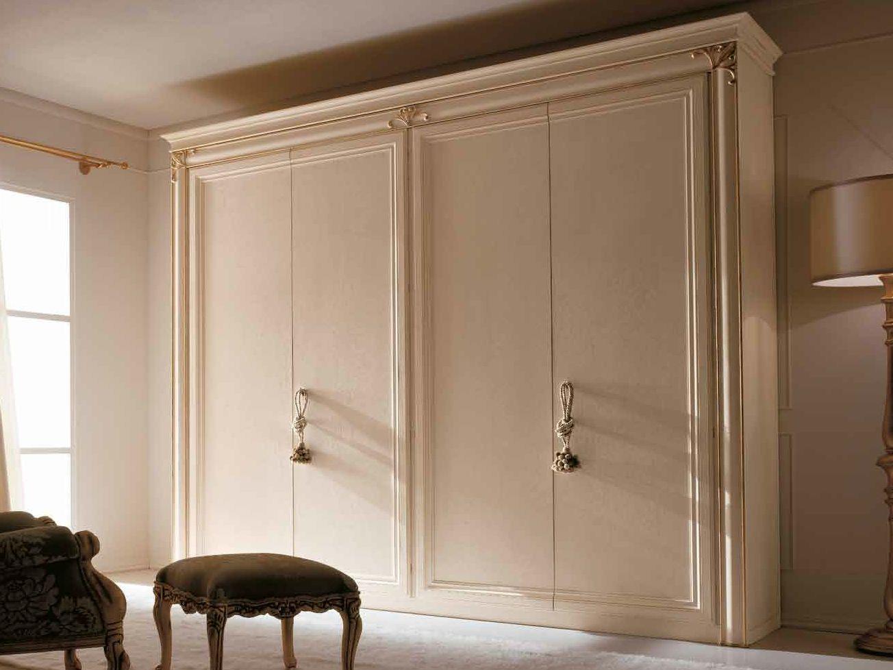 Armario de estilo tradicional con puertas correderas clara - Armarios con estilo ...