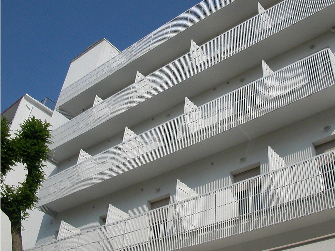 Parapetto in acciaio e pvc eco by siamesi by casa italia - Parapetto finestra ...