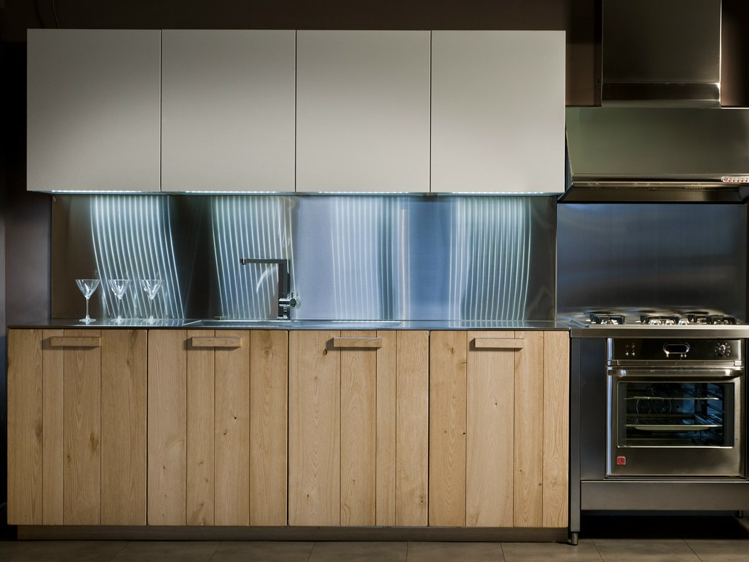 Noblesse cuisine en bois massif by aster cucine design for Cuisine en bois design