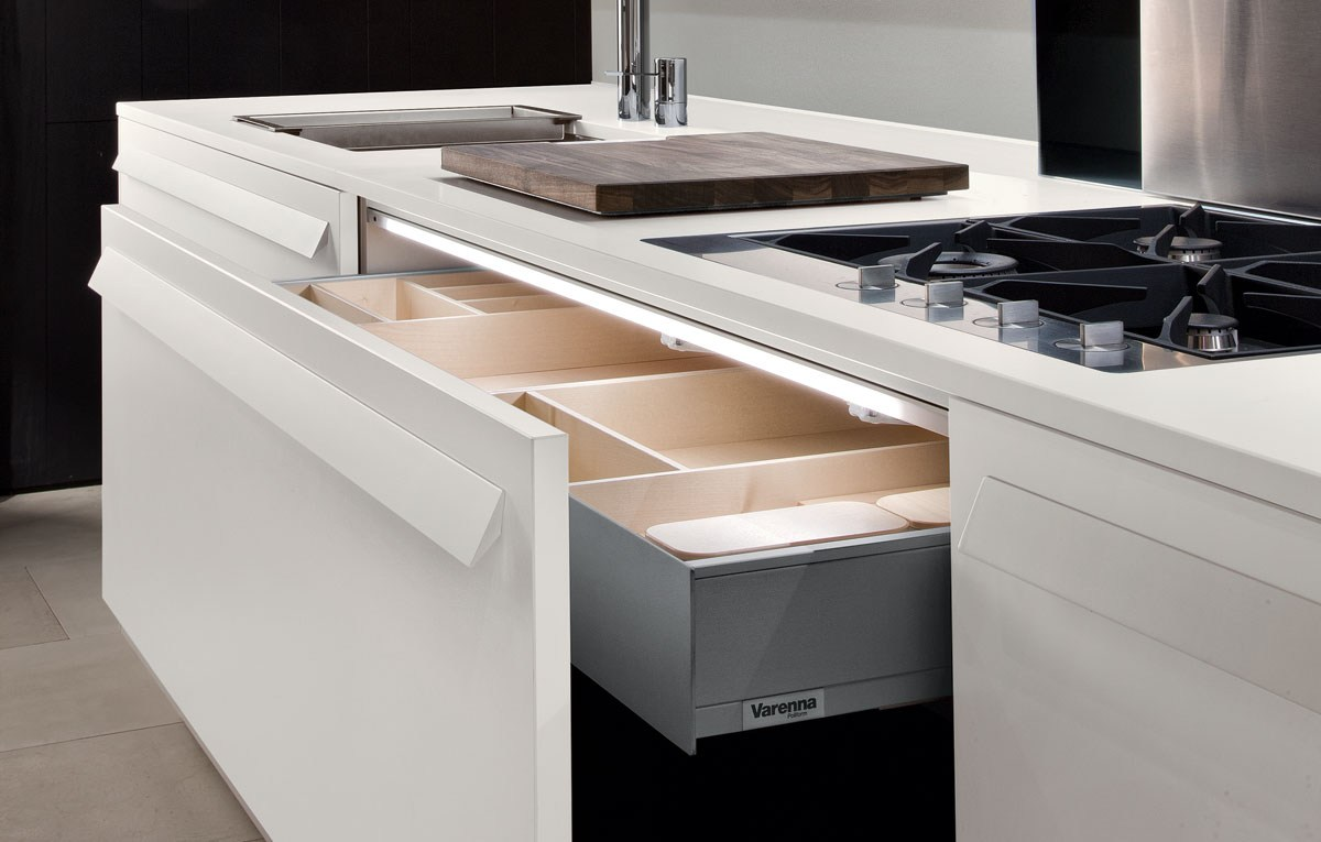 Lacquered Kitchen With Handles My Planet By Varenna By