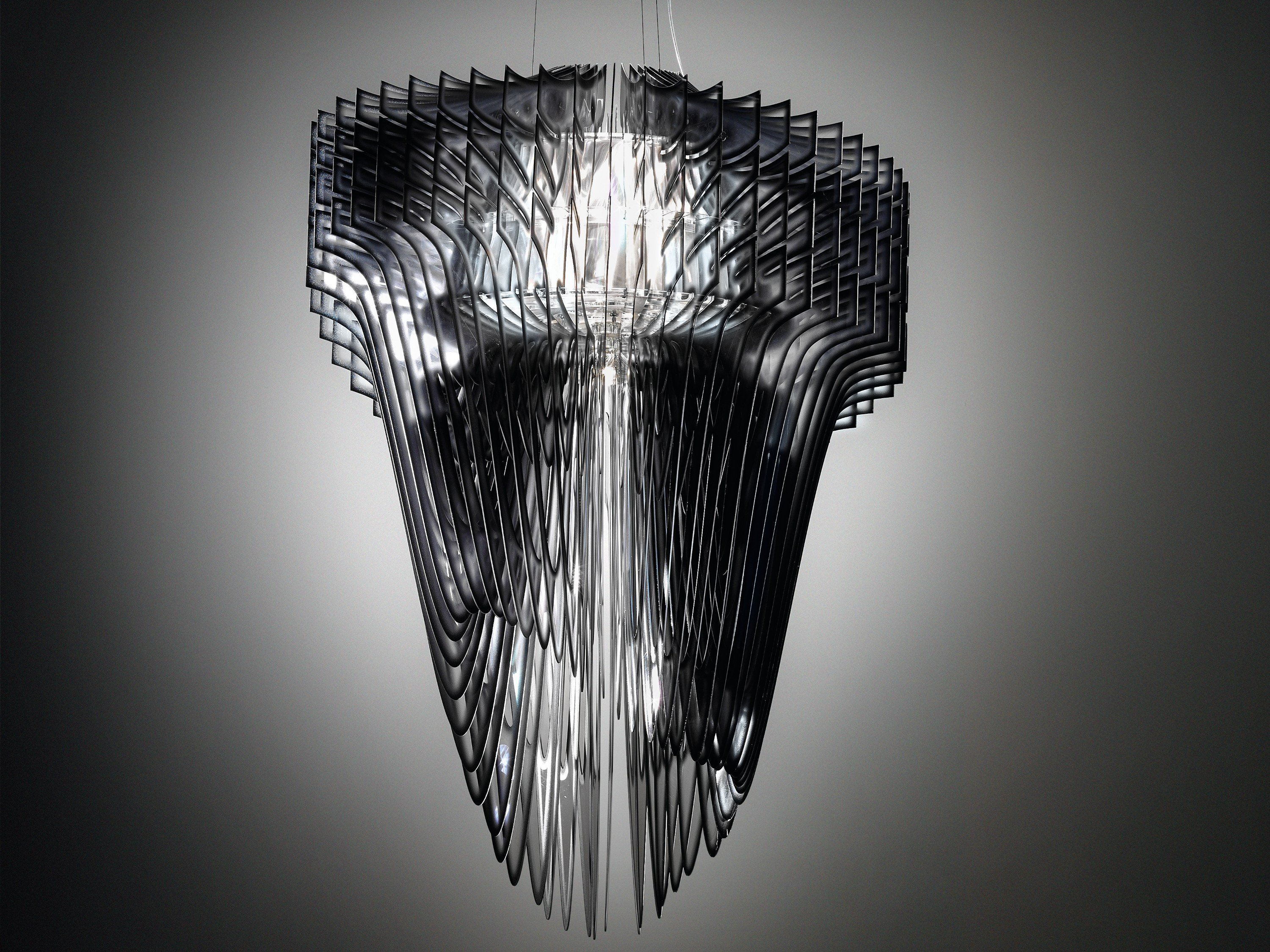 Aria pendant lamp by slamp design zaha hadid for Zaha hadid lamp