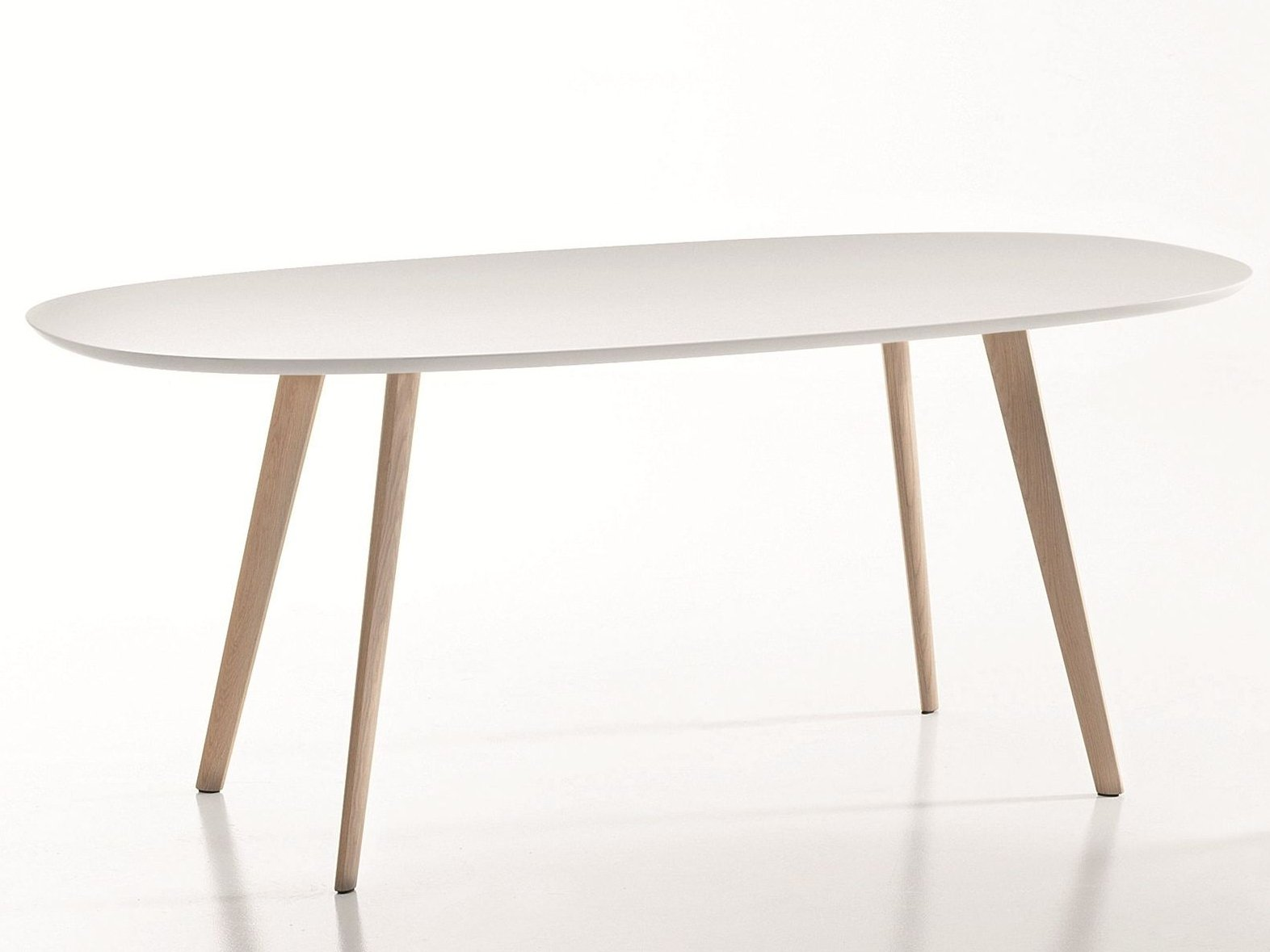 Gher table ovale by arper design lievore altherr molina for Table ovale design