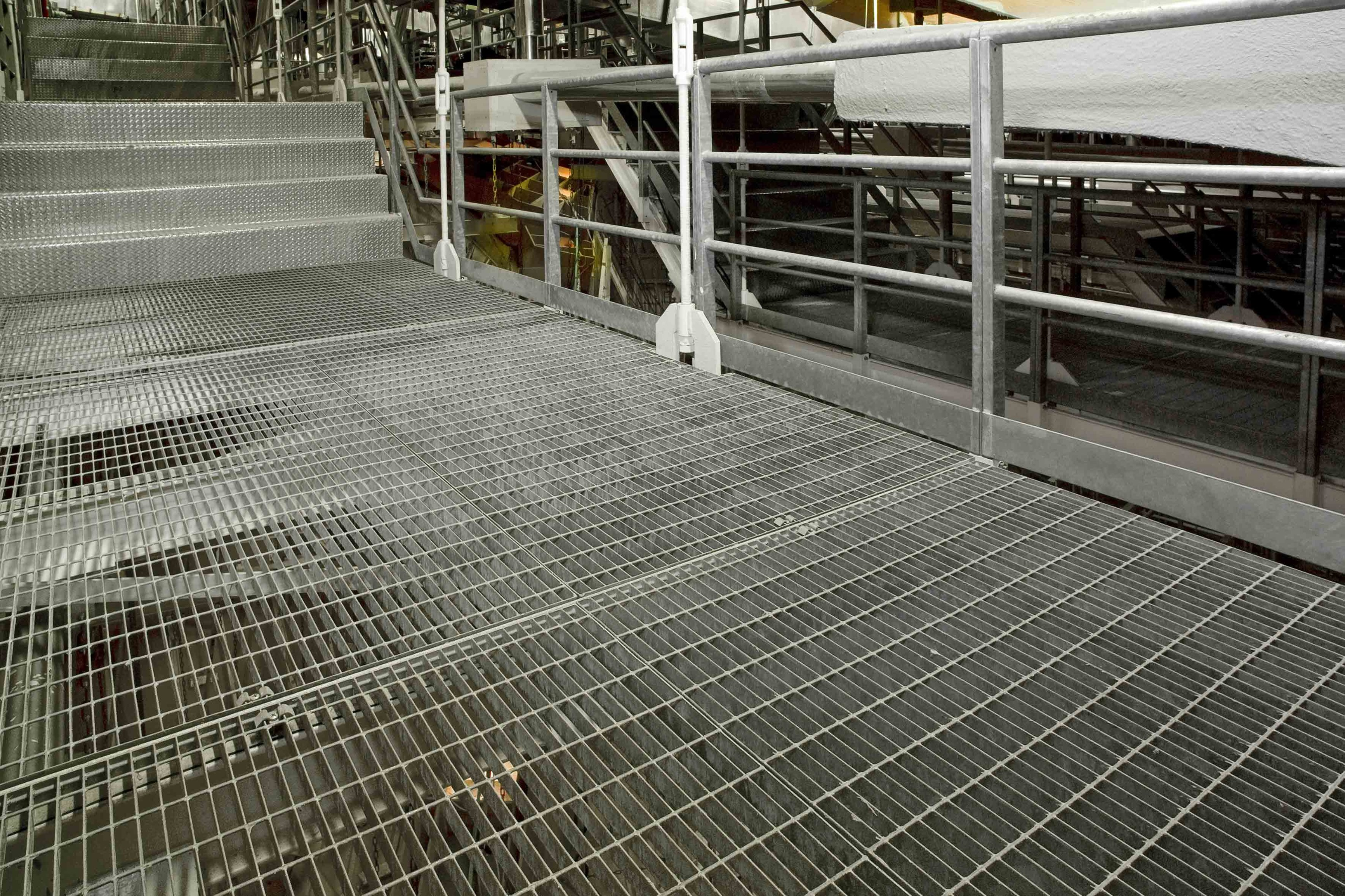 Electro welded steel grating potissimum industry by nuova for Catwalk flooring