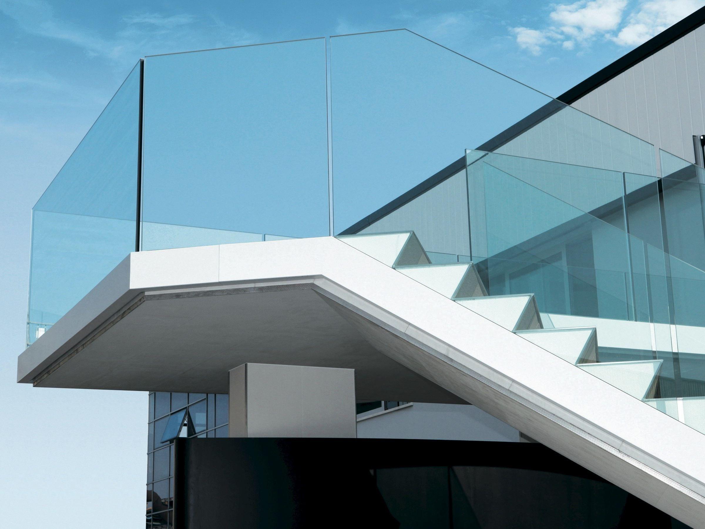 Garde corps en aluminium et verre pour terrasse balcon for Balustrade en verre exterieur