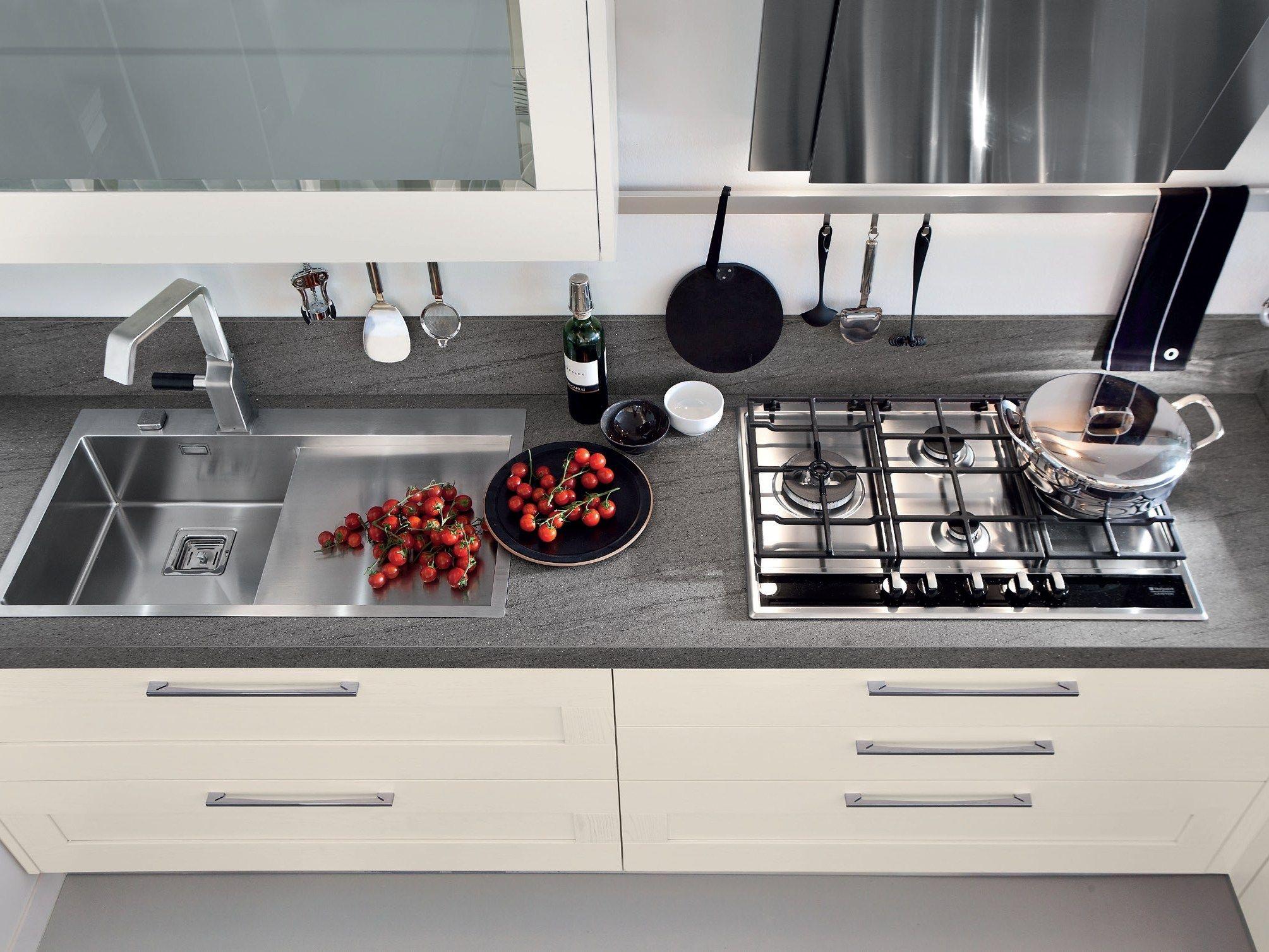 GALLERY Cucina con maniglie by Cucine Lube