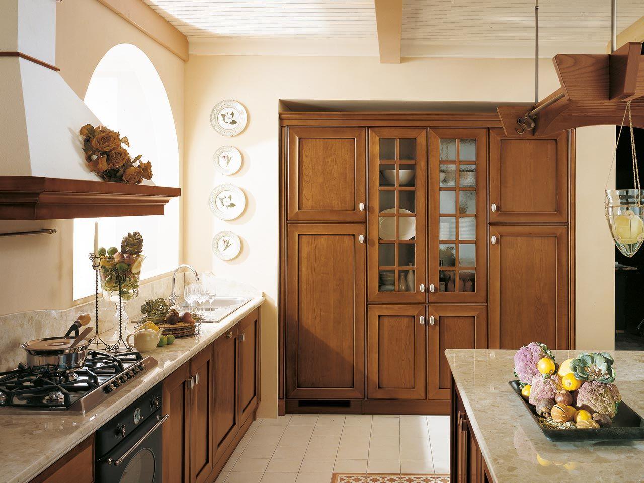 Cucina in legno massello con isola collezione velia ciliegio by cucine lube - Cucina classica con isola ...