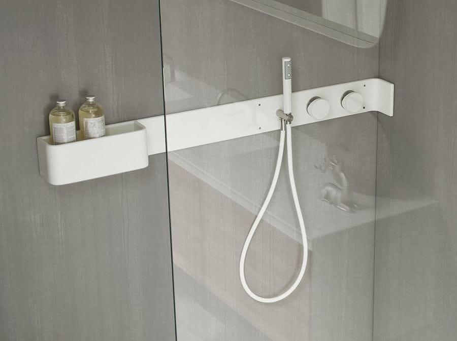 Estantes De Pared Para Baño:Estante para cuarto de baños / Grifo para ducha de Corian® ERGO