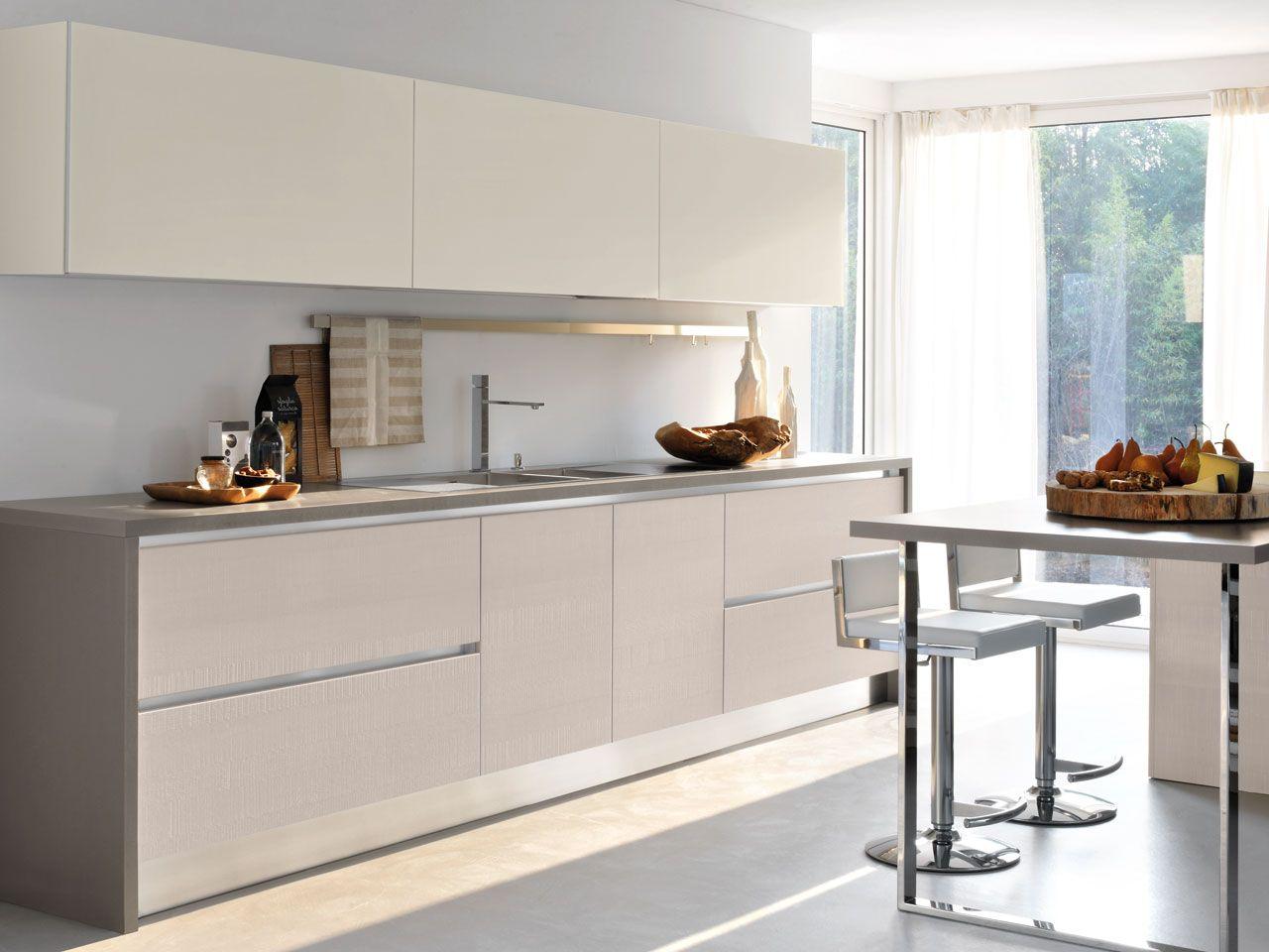 Cucina componibile laccata con maniglie integrate - Cucine lube brava ...