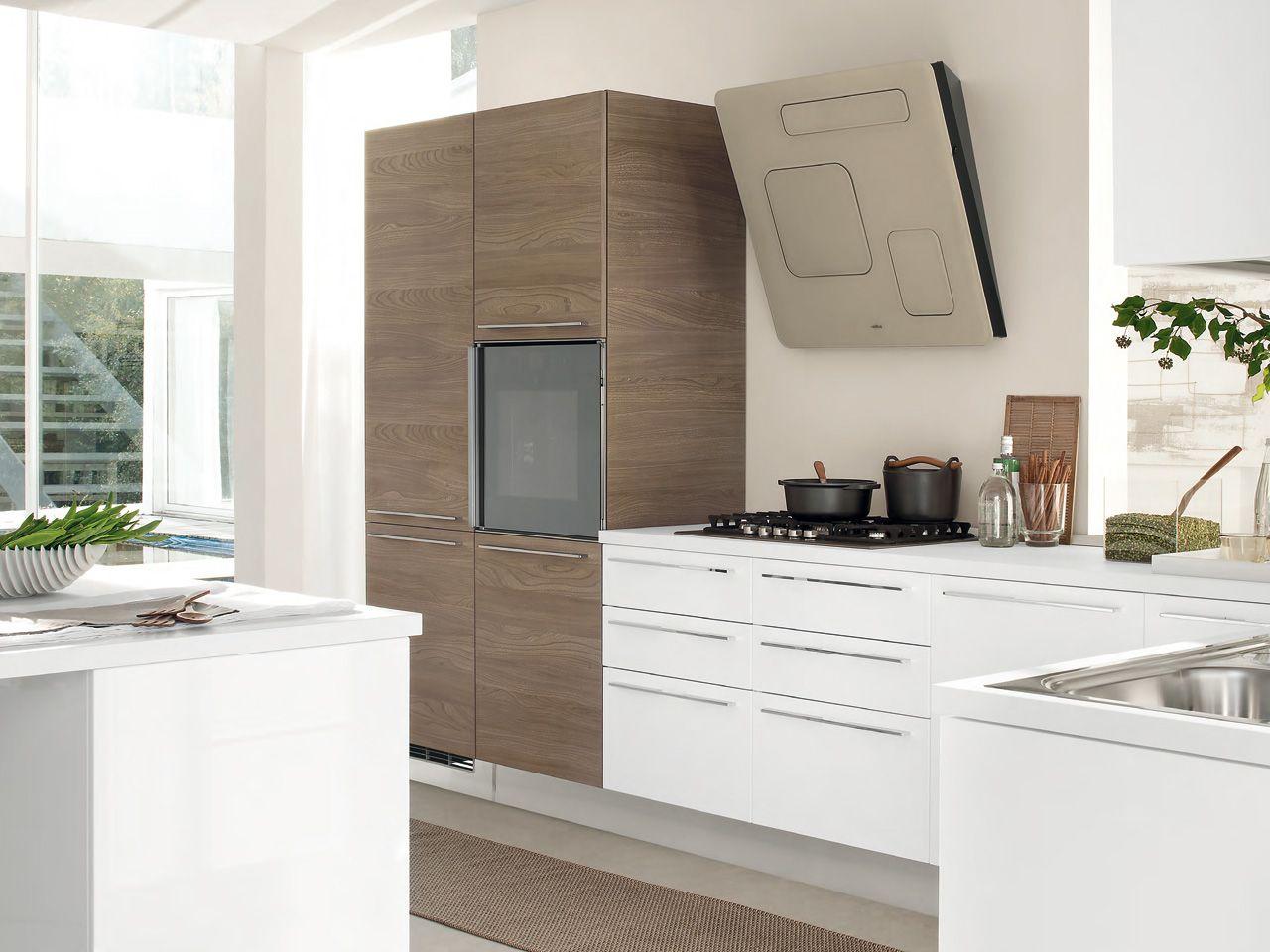Cucina componibile laccata con maniglie collezione pamela by cucine lube - Cucina pamela lube ...