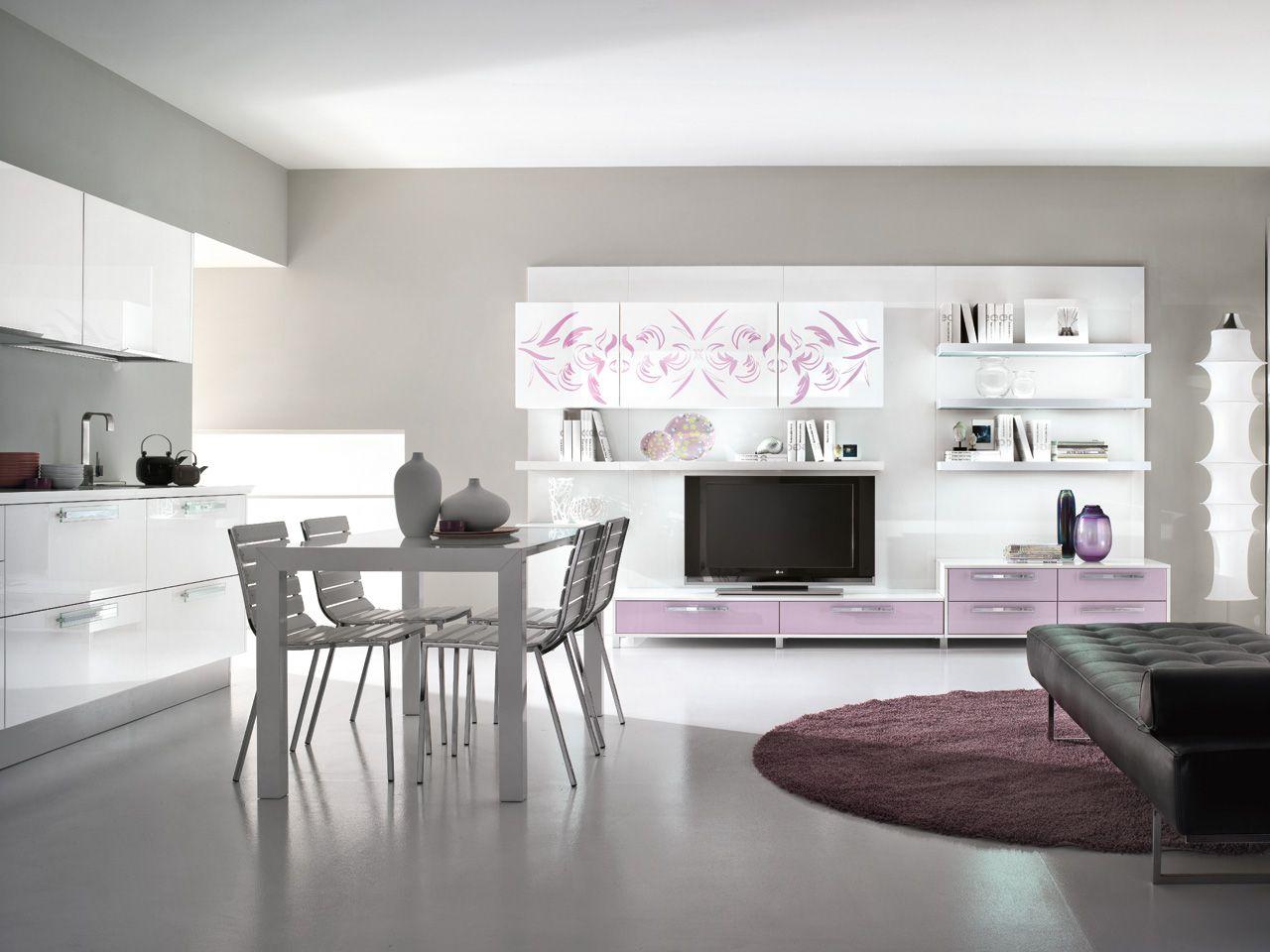 Cucina Con Tv: Cucina ad angolo o una lineare per colpa di colonna.