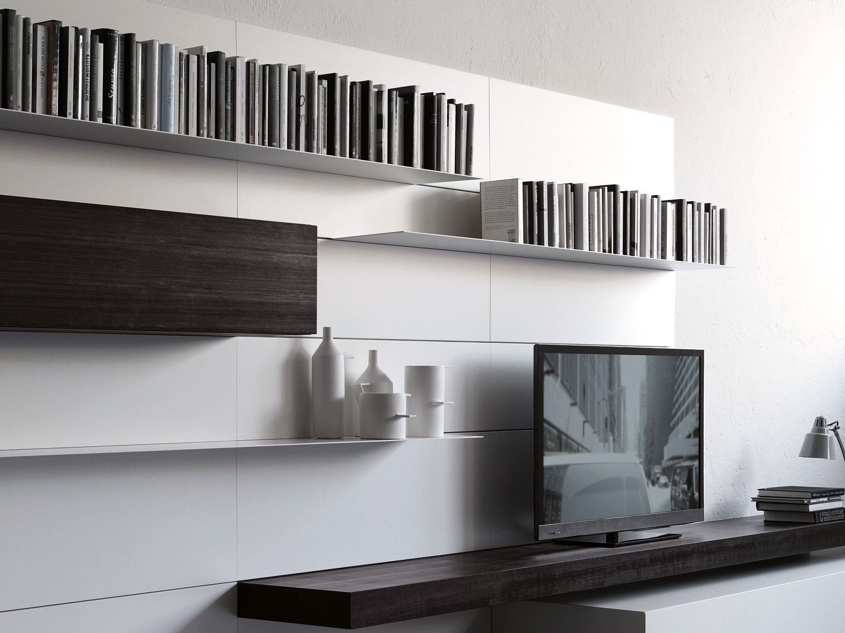 Wandmontierte wohnwand load it by porro design piero lissoni