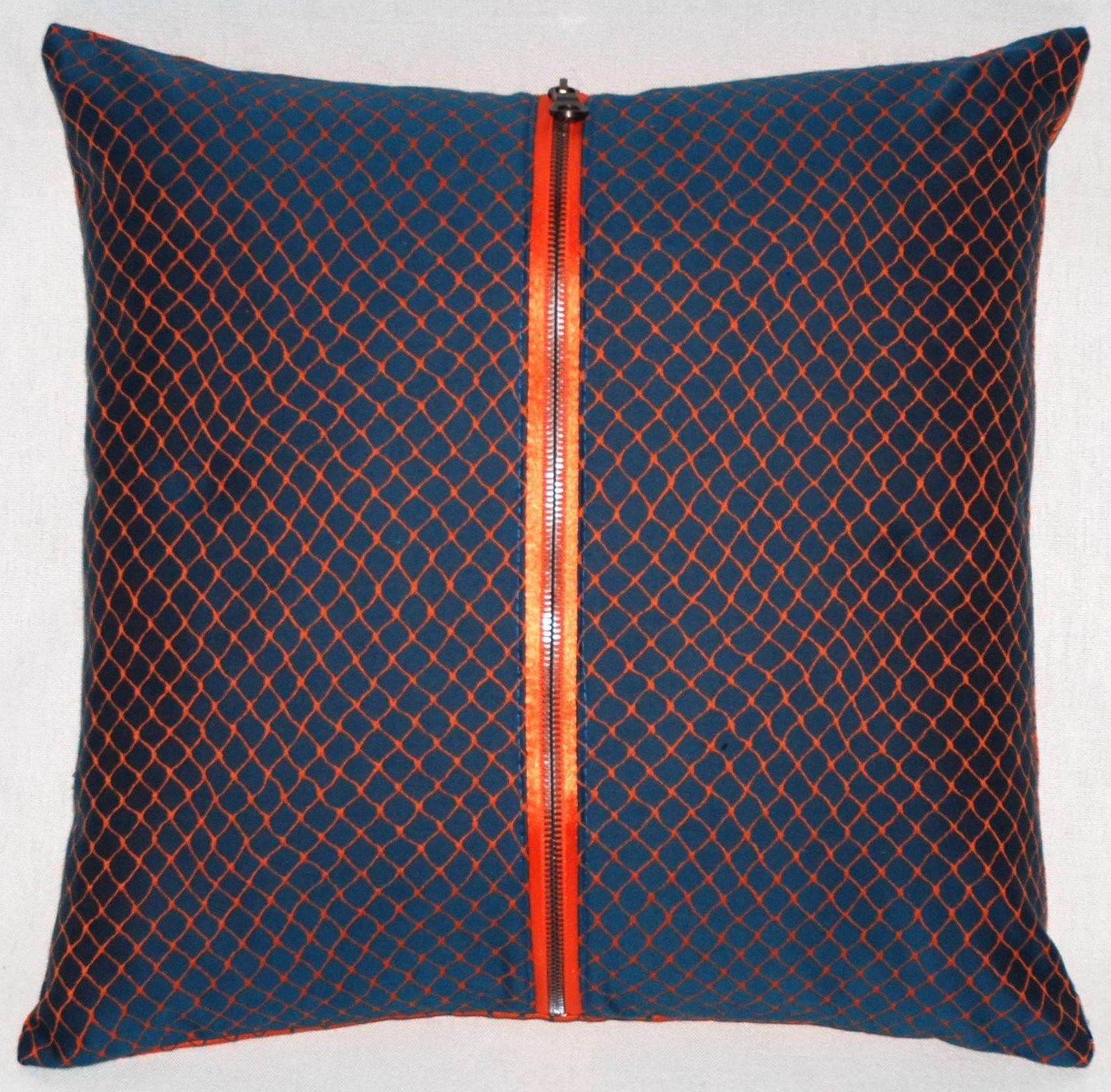 coussin carr e avec rev tement amovible zip by roche bobois. Black Bedroom Furniture Sets. Home Design Ideas