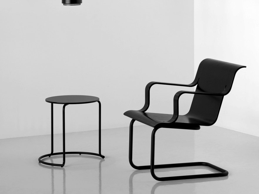 loungesessel mit freischwingergestell mit armlehnen armchair 26 by artek design alvar aalto. Black Bedroom Furniture Sets. Home Design Ideas