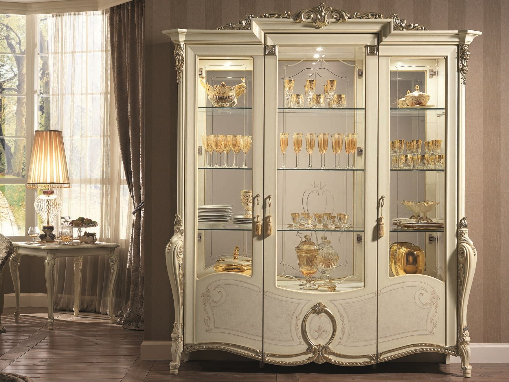 Tiziano display cabinet by arredoclassic for Classic kitchen cabinets