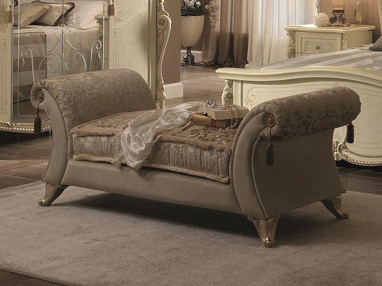 m ridienne rembourr e en velours de style classique. Black Bedroom Furniture Sets. Home Design Ideas