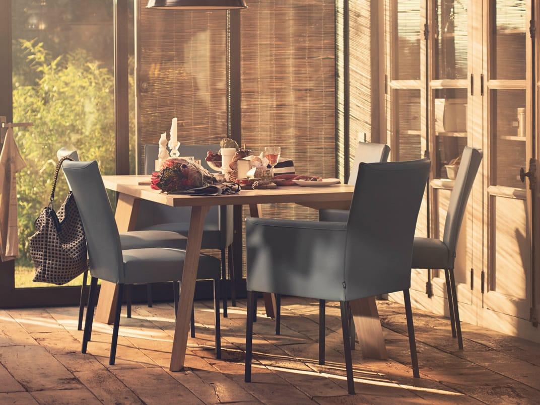 gepolsterter stuhl mit armlehnen rolf benz 652 by rolf benz design norbert beck. Black Bedroom Furniture Sets. Home Design Ideas