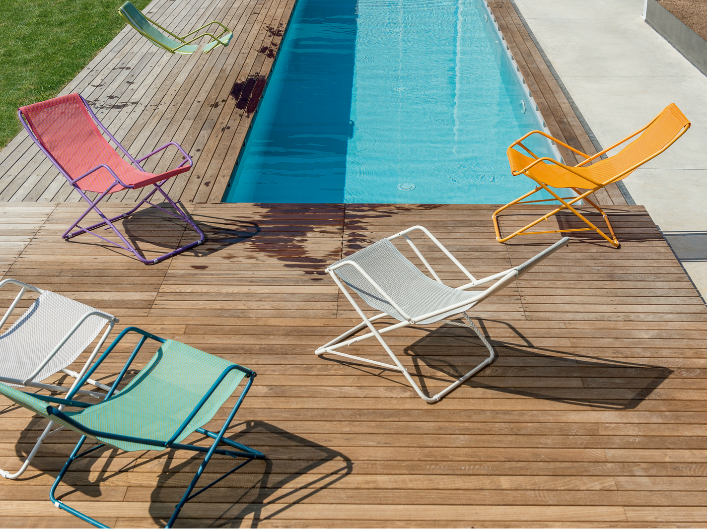 FOLDING DECK CHAIR WITH ARMRESTS BAHAMA BY EMU GROUP