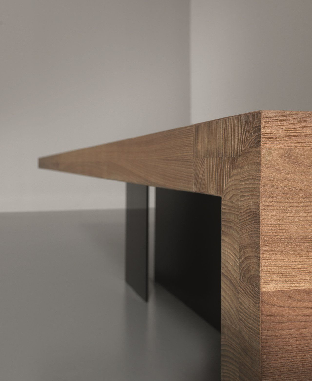 Bureau de direction en bois massif kyo olmo collection kyo by martex design - Bureau d angle bois massif ...